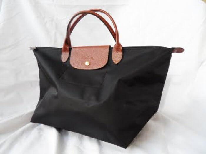 Longchamp invite ses clients à personnaliser leur sac sur tablette