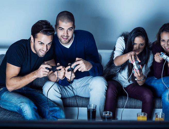 Gamers : jusqu'à 10 heures chaque jour collés à leur jeux vidéo