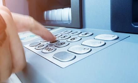 Le premier ATM fête ses 50 ans. Les fintechs vont l'effacer
