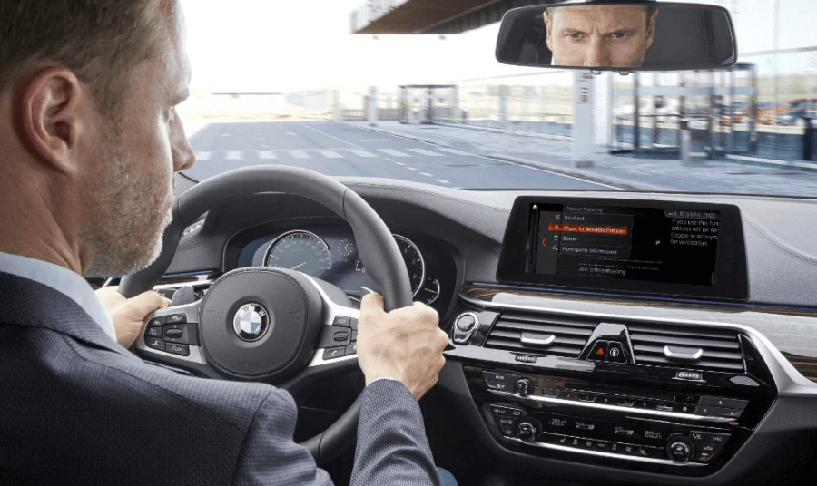 Avec Skype for Business, BMW franchit un pas de plus dans la stratégie «always-on», faisant de la voiture un espace de travail comme les autres.