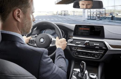 Agenda, contacts, e-mails... BMW mise sur l'accessibilité en mode main libre. Office 365 s'installe à bord des nouvelles BMW. En mode abonnement un an ou trois ans.
