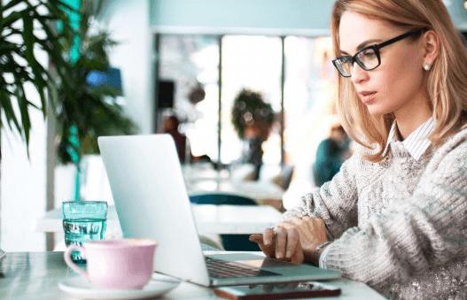 La plupart des jeunes femmes ne souhaitent pas faire carrière dans la cybersécurité, pourtant en pénurie croissante de compétences. Analyse des raisons