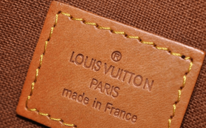 Suivre à la trace les produits de luxe. Tel est la mission d'Aura, la blockchain lancée par le groupe LVMH, dont les marques Louis Vuitton et Christian Dior seront les premières à tirer parti de ses services
