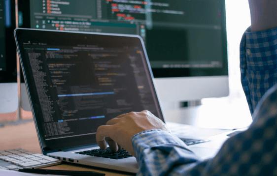 Lorsque nous avons demandé aux développeurs s'ils préféraient travailler à distance ou dans les locaux de leur entreprise, seulement 5% d'entre eux ont répondu qu'ils préféreraient travailler à temps plein sur site, explique CodinGame